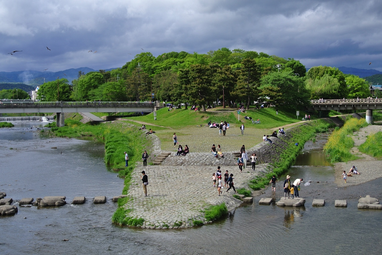 Leisure activities on a cloudy day at the meeting of the Kamo and Takanogawa
