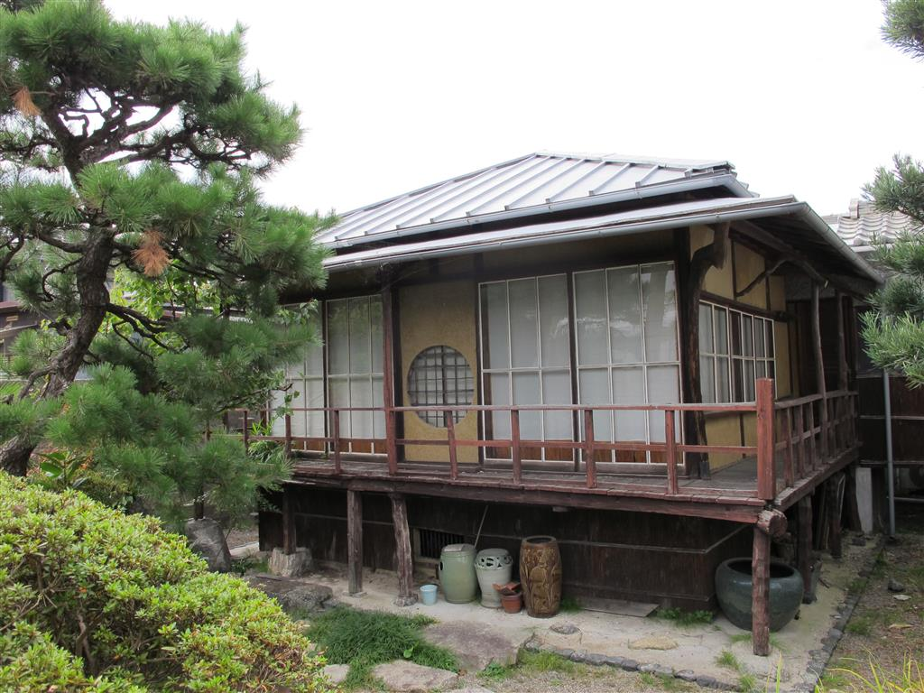 This building stands at the rear of the house. You will notice that it is raised and the entrance is on the second floor. This is due to the heavy snowfall Shiga experiences in winter.