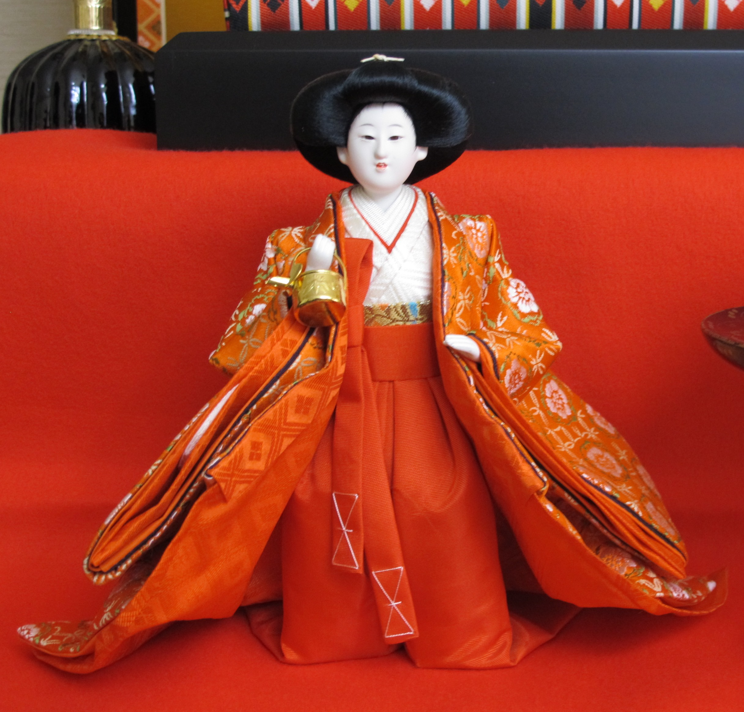 lady bearing sake